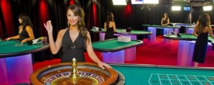 Play live dealer games at Jackpot City.